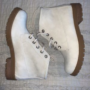 NWOT Cliffs by White Mountain Boots